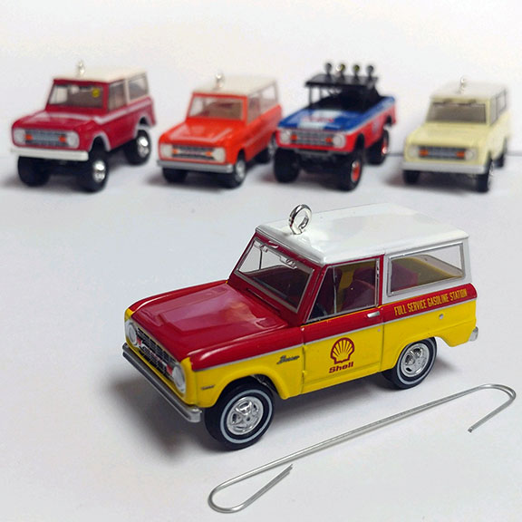 Christmas Ornament - 1967 Ford Bronco, Shell ''Running on Empty'', 1:64 Die Cast