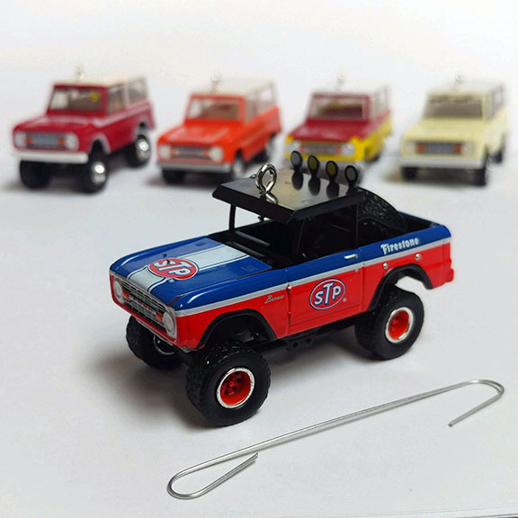 Christmas Ornament - 1975 Ford Bronco, STP, 1:64 Die Cast