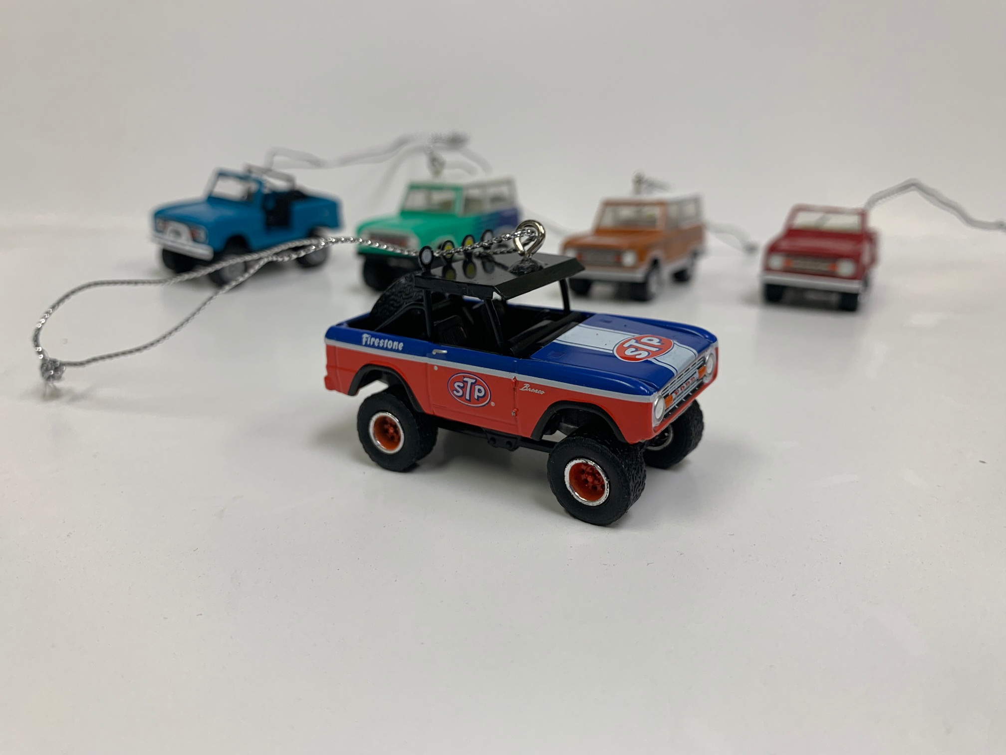 Christmas Ornament - 1975 Ford Bronco, ''STP'', 1:64 Die Cast