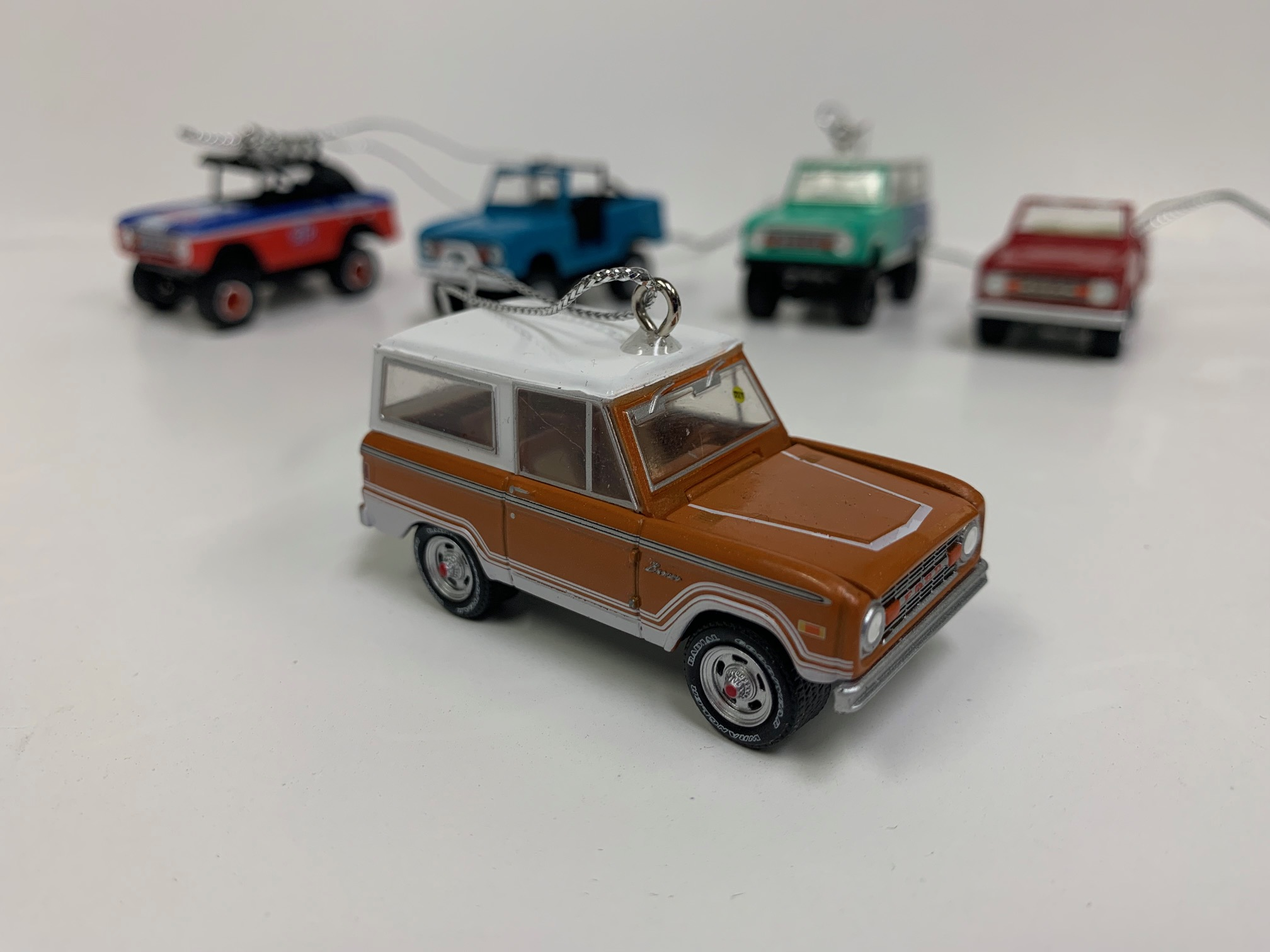 Christmas Ornament - 1977 Ford Bronco, Brown ''Ranger'', 1:64 Die Cast