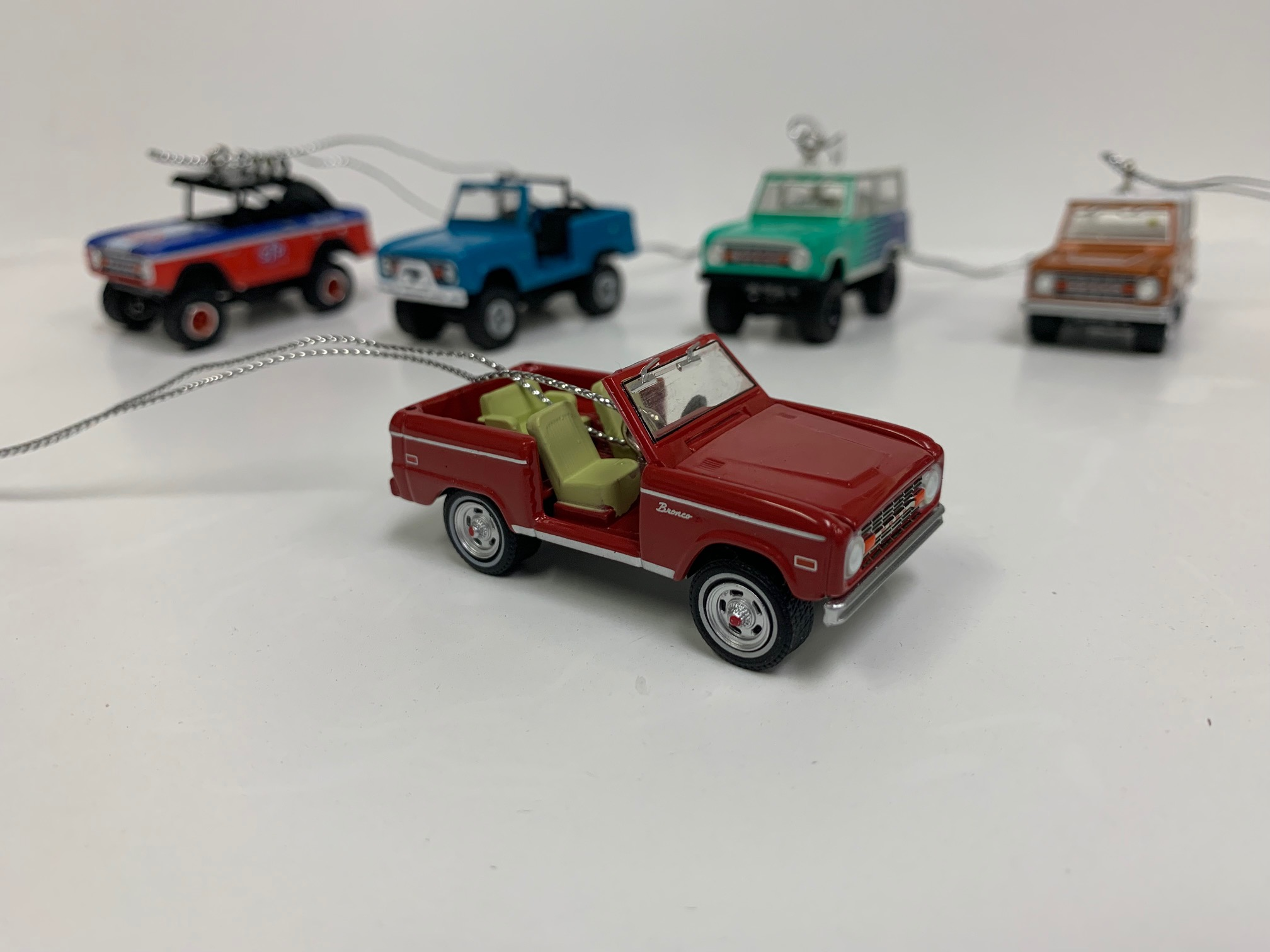 Christmas Ornament - 1974 Ford Bronco, Red ''Elvis Presley'', 1:64 Die Cast